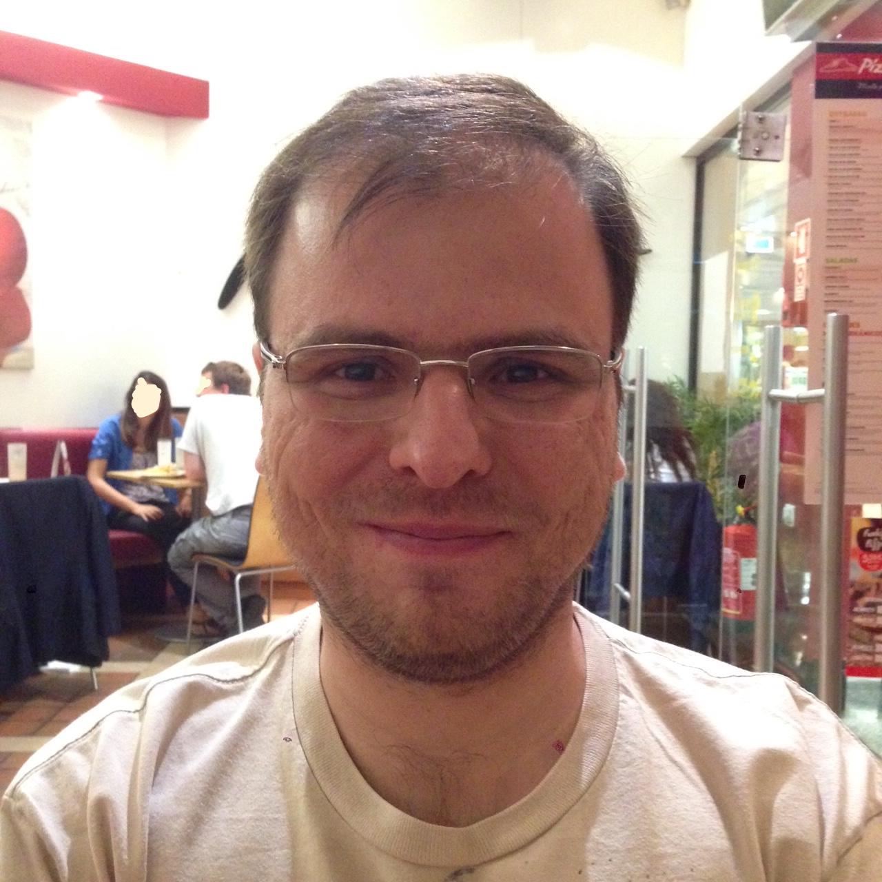 http://www.di.fc.ul.pt/~bessani/me.jpg
